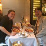 発表が終わってリラックスする伊藤 聡志 (博士課程)と菊池